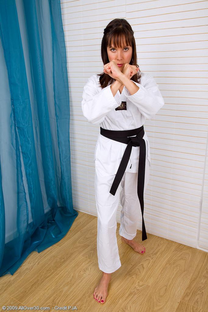 hot-nude-women-taekwondo-cheerleaders-pussy