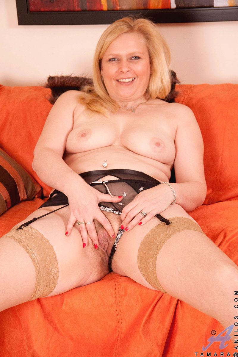 Blondes mature dildo sex