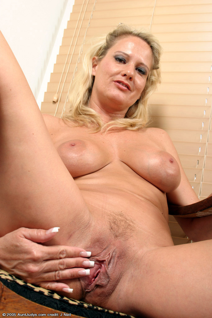 Matchless Mature blonde loose pussy have hit