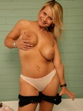 Bedfordshire Blonde / Gallery #6433255