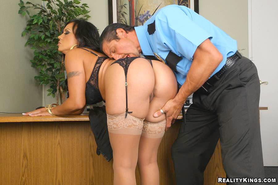 Влагалища фото секс охранника с директрисой