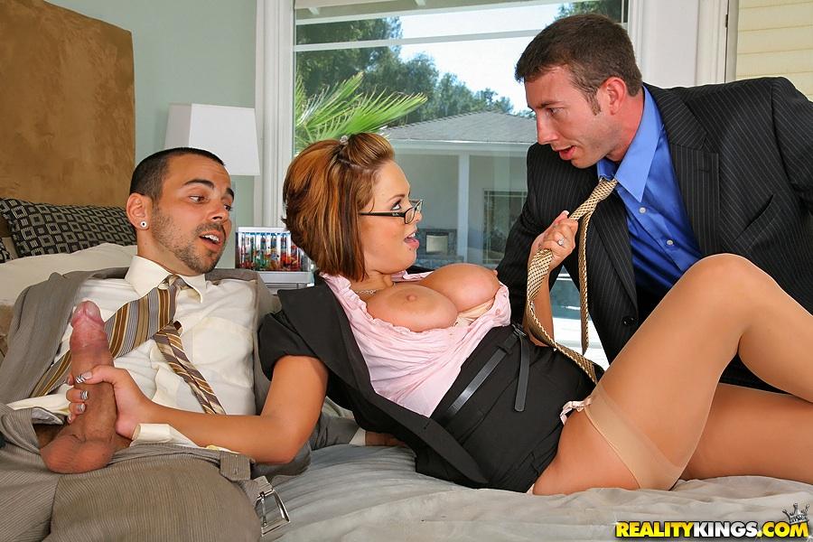 Жену трахает босс — pic 5