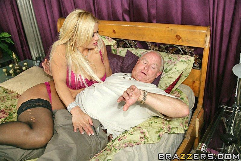 rubia en Hermosa mayor su lencería sexy mujer marido tetona engaña a QdoxBeErCW