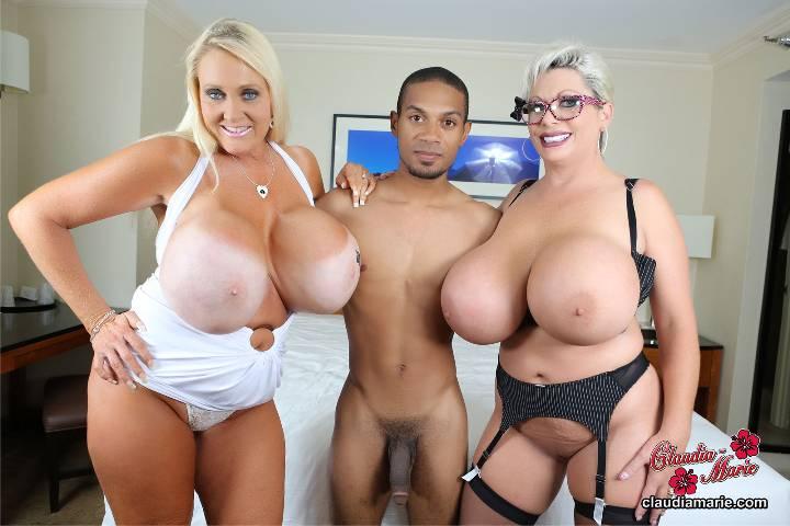 Порно две зрелые бабы с огромными сиськами 33960 фотография