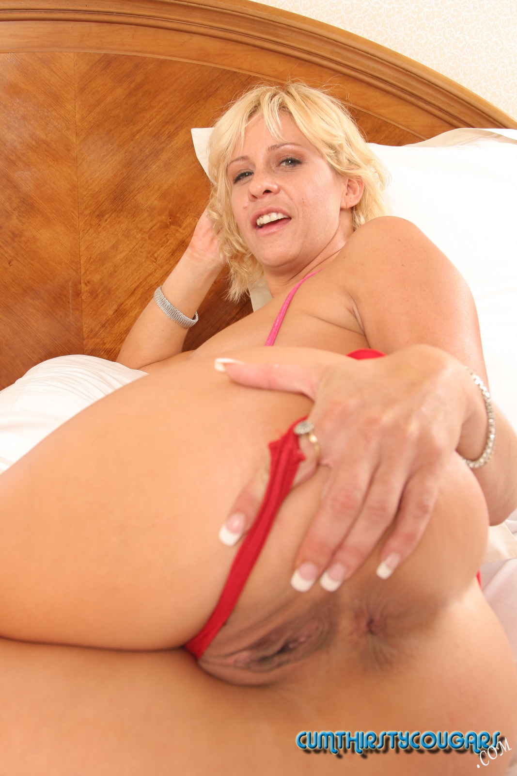 Milf with big asshole