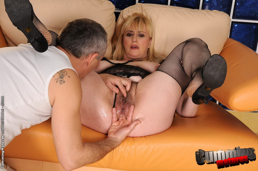 Blonde mature whore fucked in te ass by bbc - 1 2