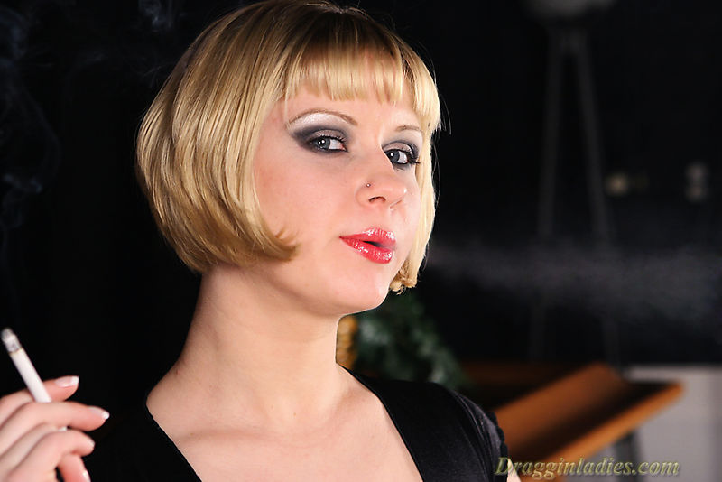Aaralyn barra smoking fetish at dragginladiescom - 4 3