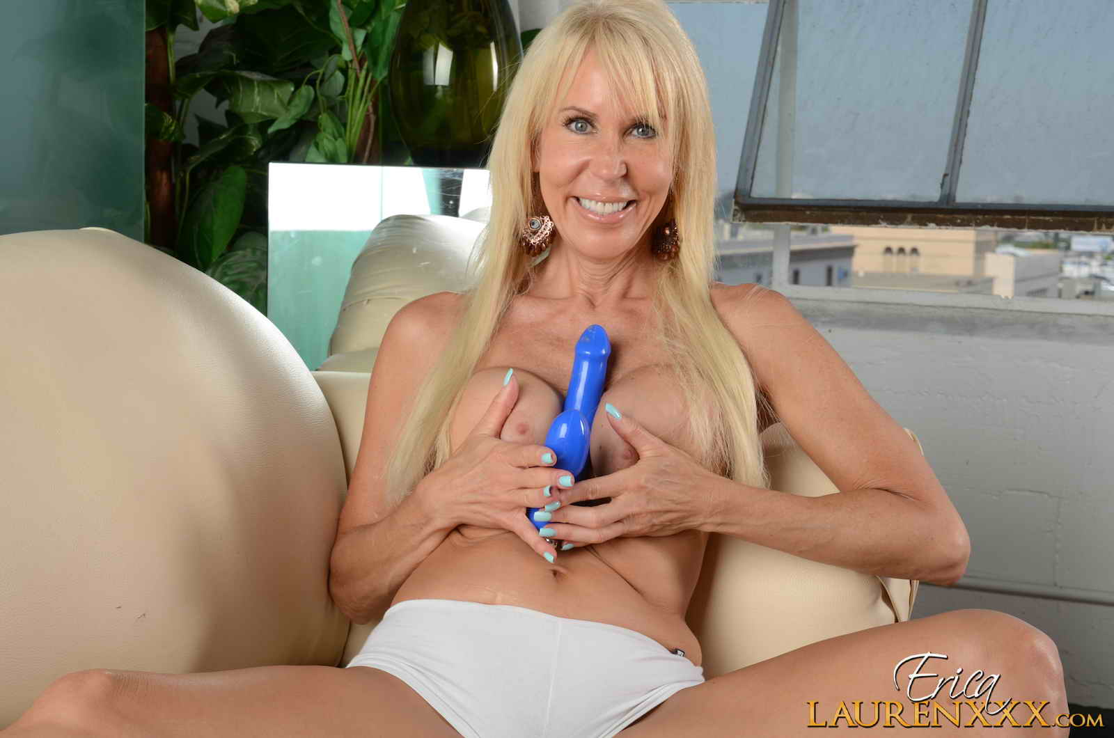 long haired sexy mature blonde erica lauren xxx gets naked and gievs