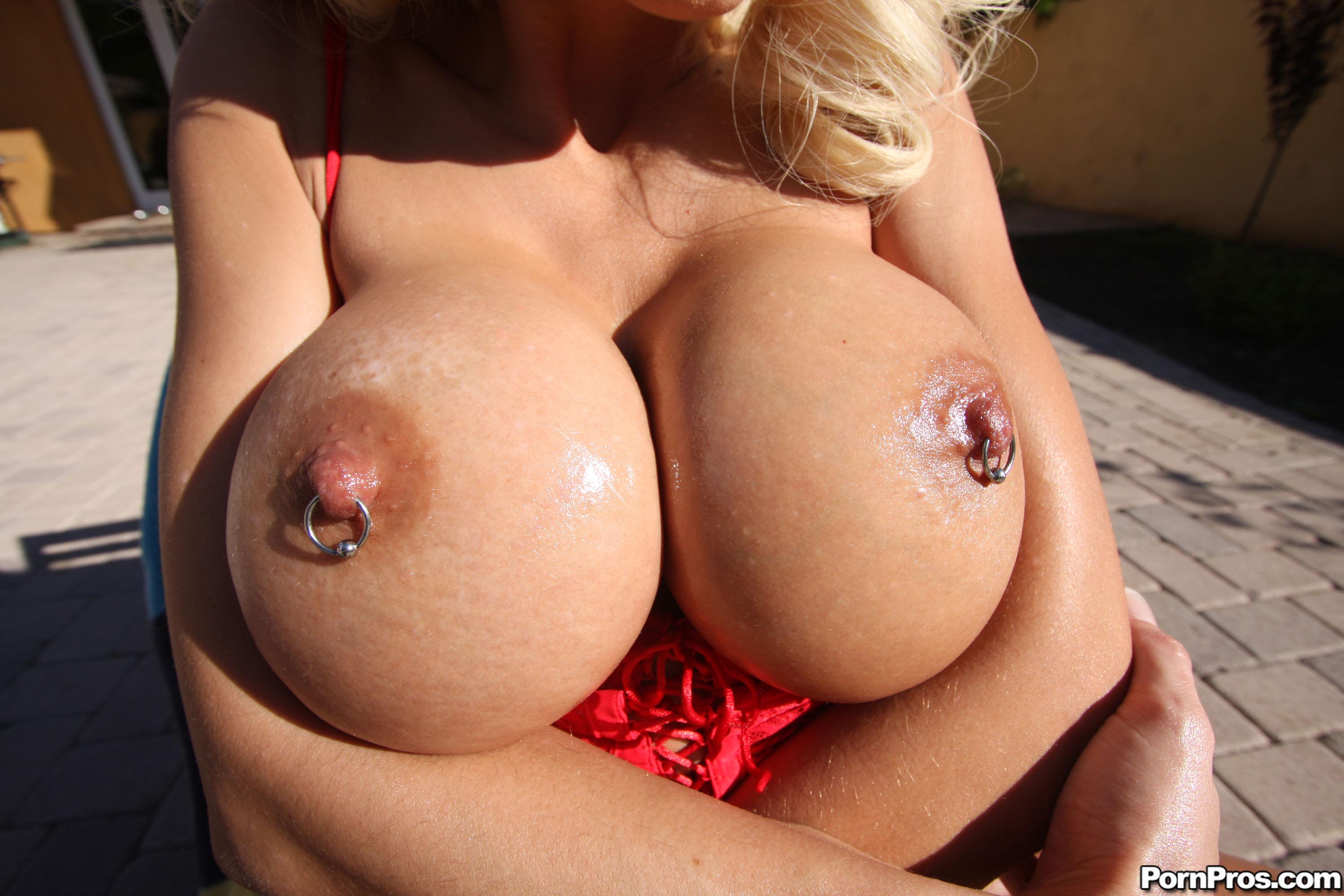 tattooed blonde shows off her big and round boobs then gets her hot