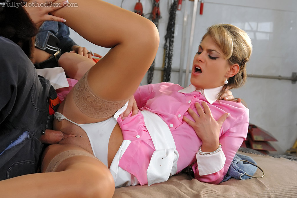 Two blondes fuck each other 9
