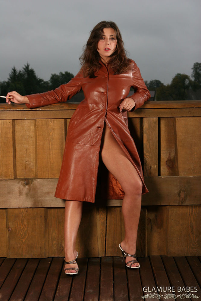 Flashing trench women coat under naked