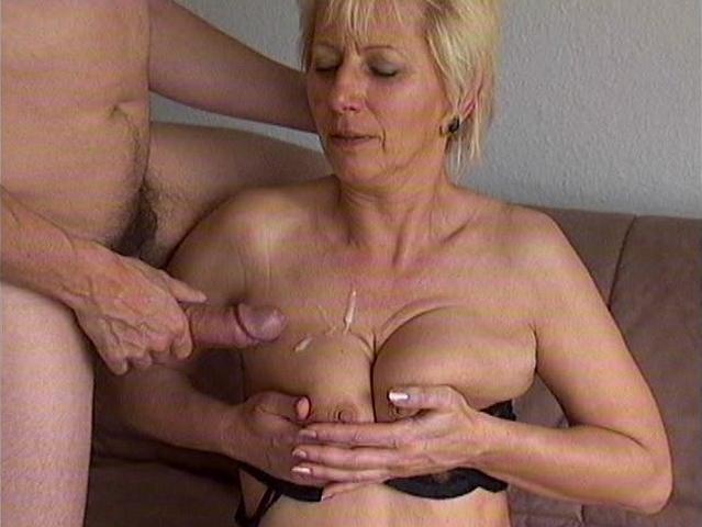 Gran teta esposa comparte coed coo con maridito