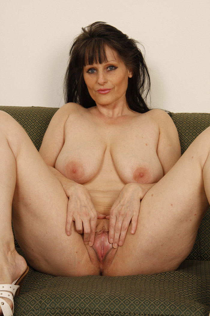 Mature Women 40 Plus