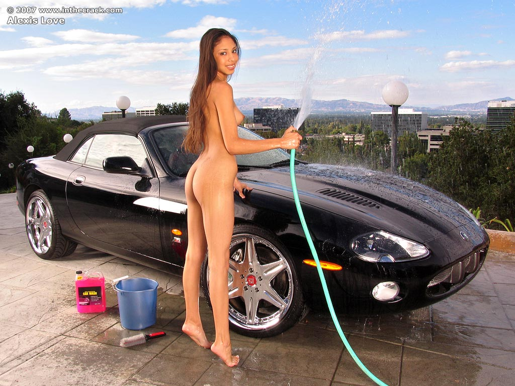 Nude Wet Car Wash Babe With Perfect Bubble Ass Plays With-5061