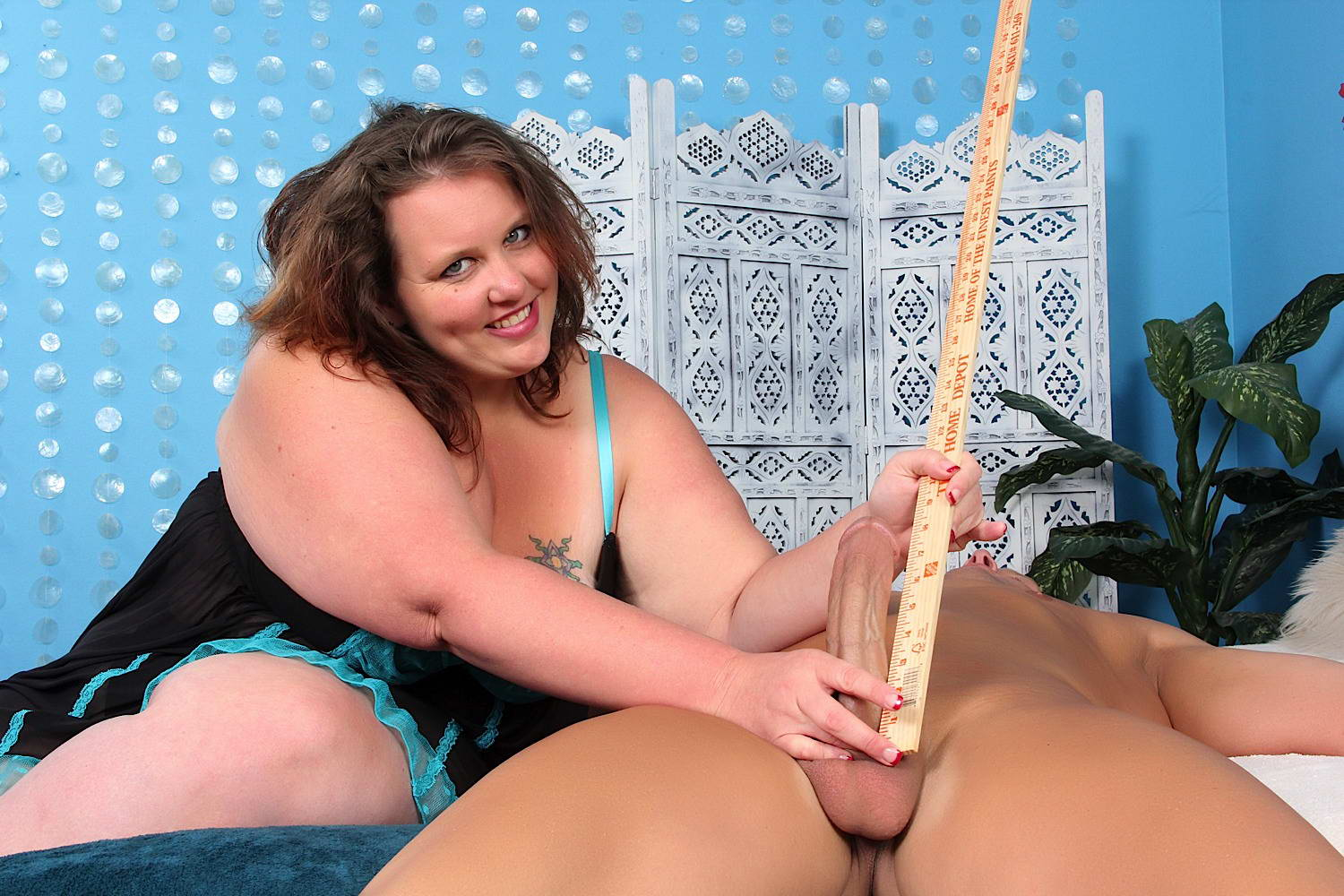 image Bbw samantha 38g drills her pussy with dildo till she squirt