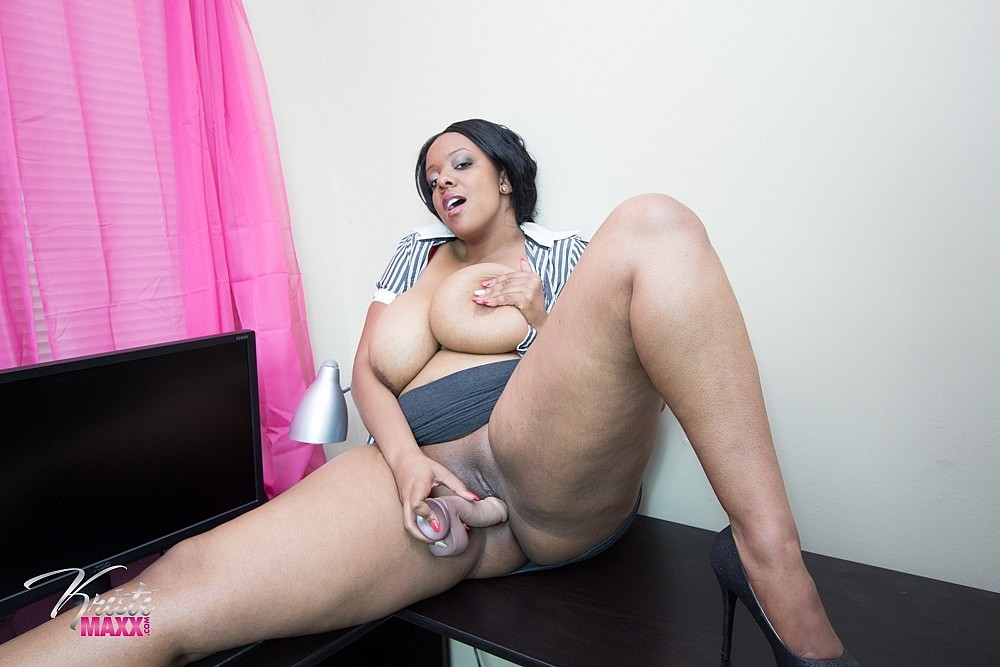 Amateur bbw wife plays with her pussy as husband films 2
