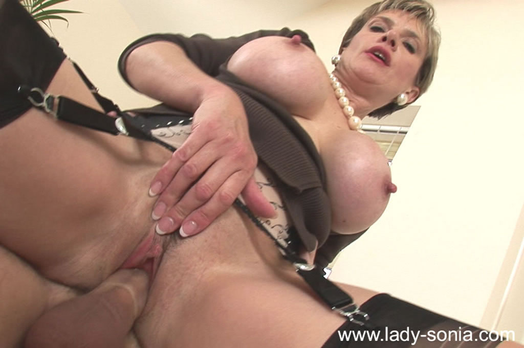 British milf fiona gives her fanny the attention it needs - 1 part 7