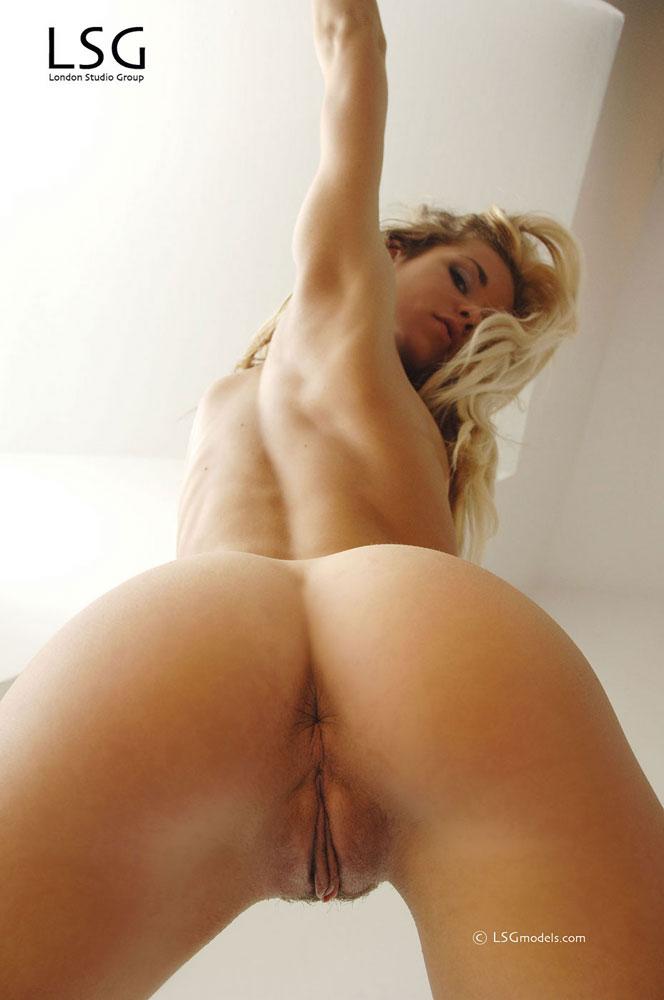 Naked ariel w