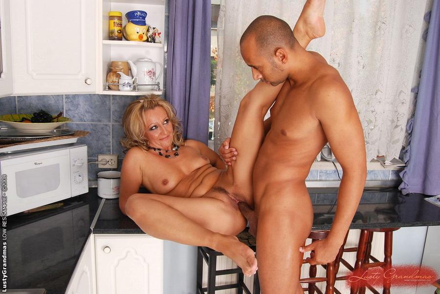 порно русские зрелые дамы на кухни