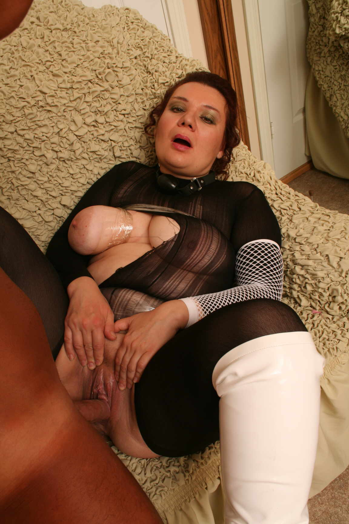 Mature Adultress 111