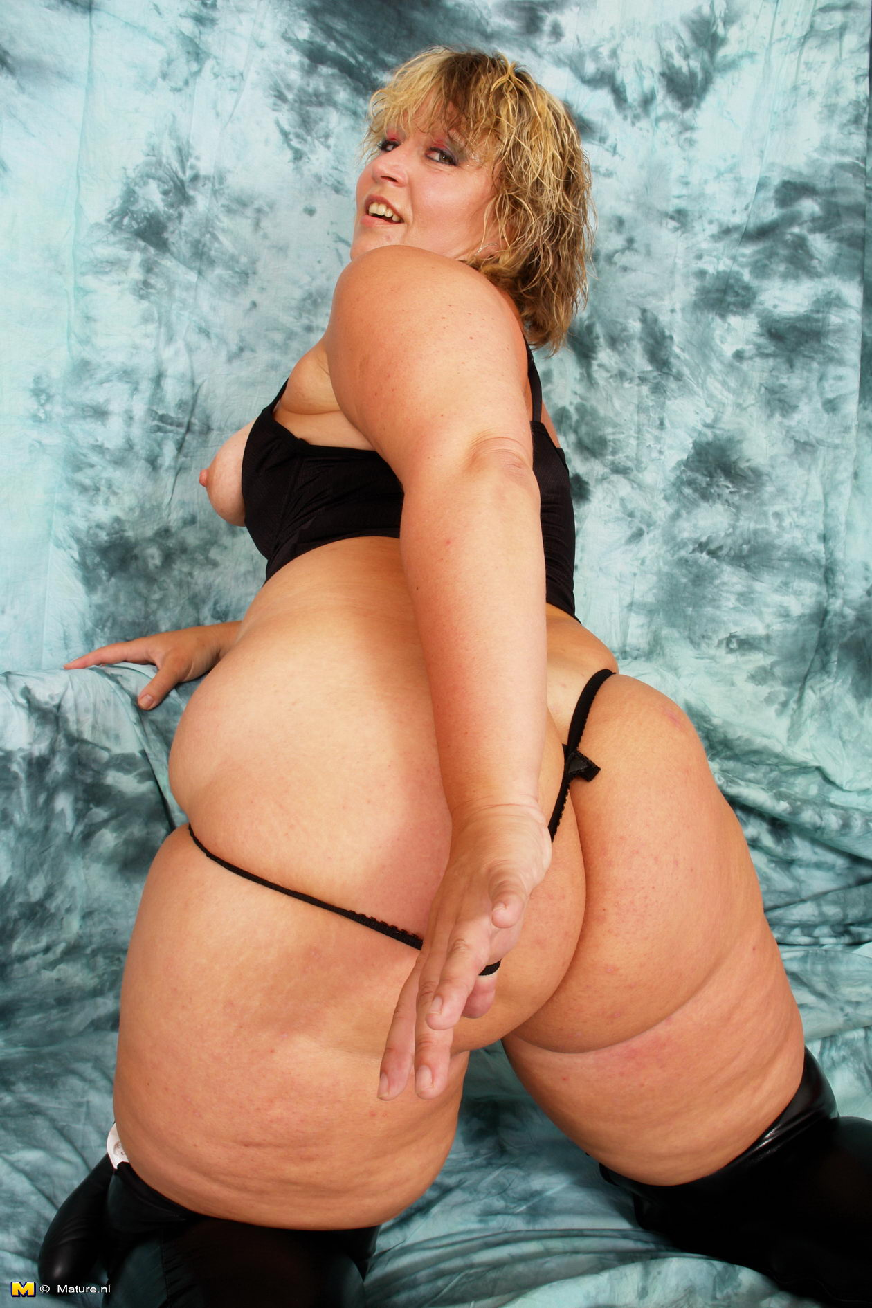 round ass women Fat mature