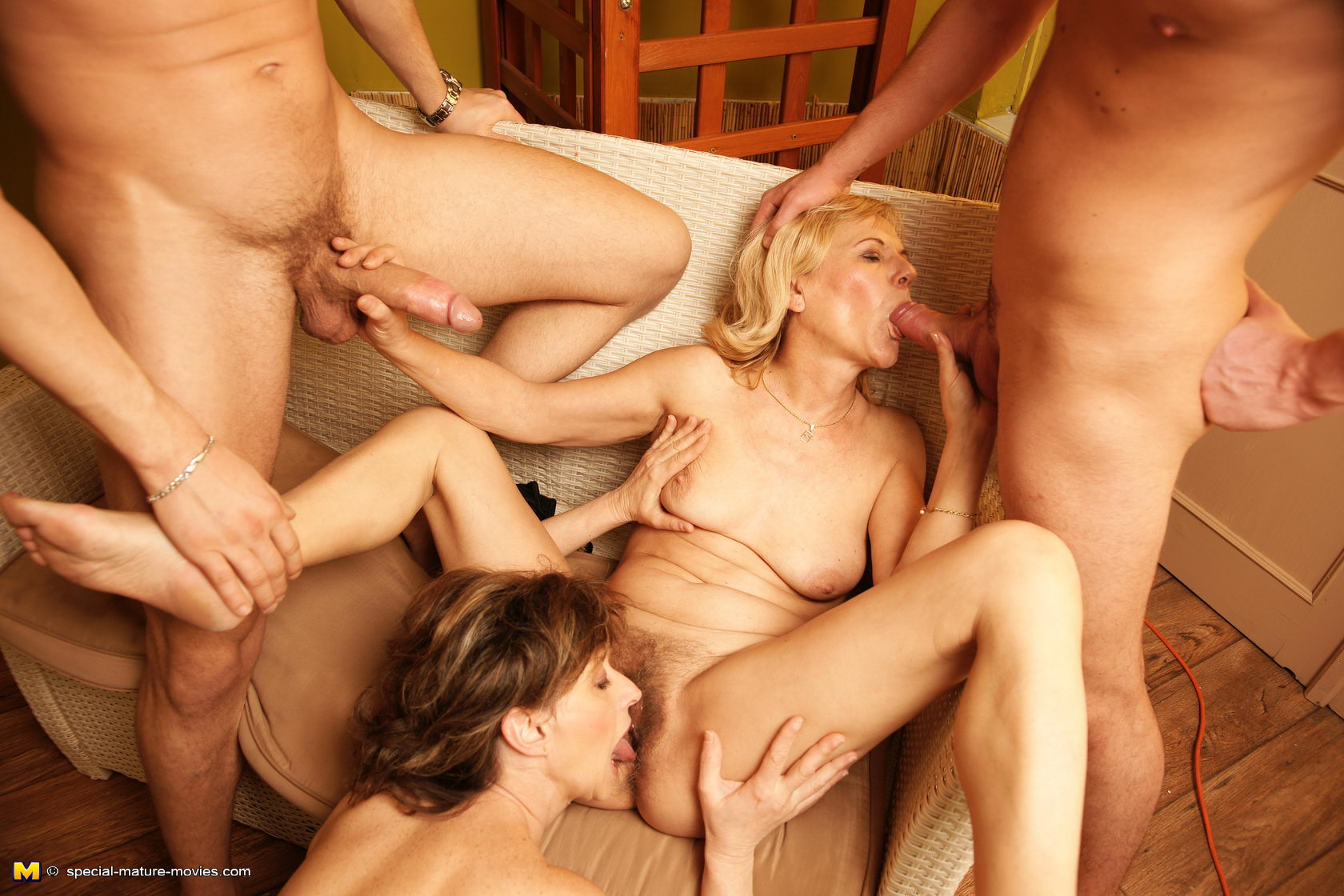 Hot mature women porn