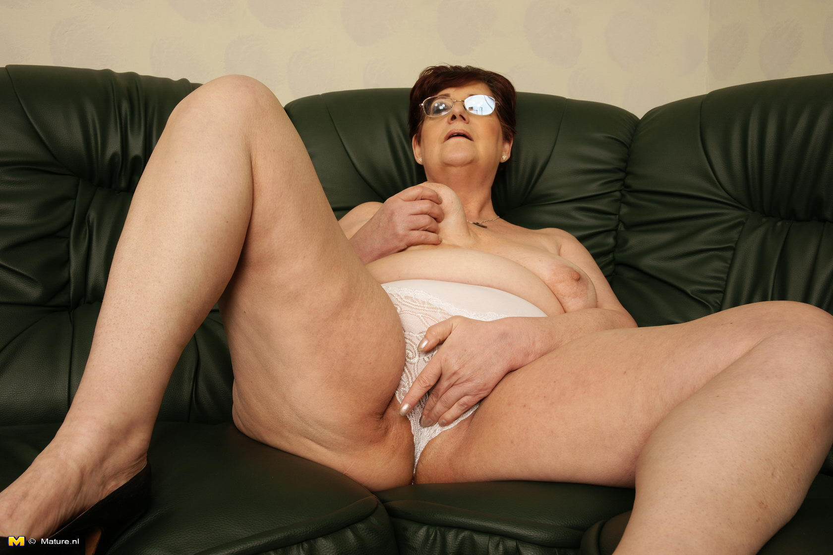 Old grandma with dildo-4647
