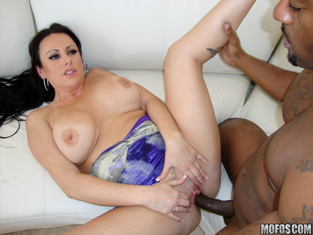 A bald guy feeds his dick to fat temptress desiree devine 5