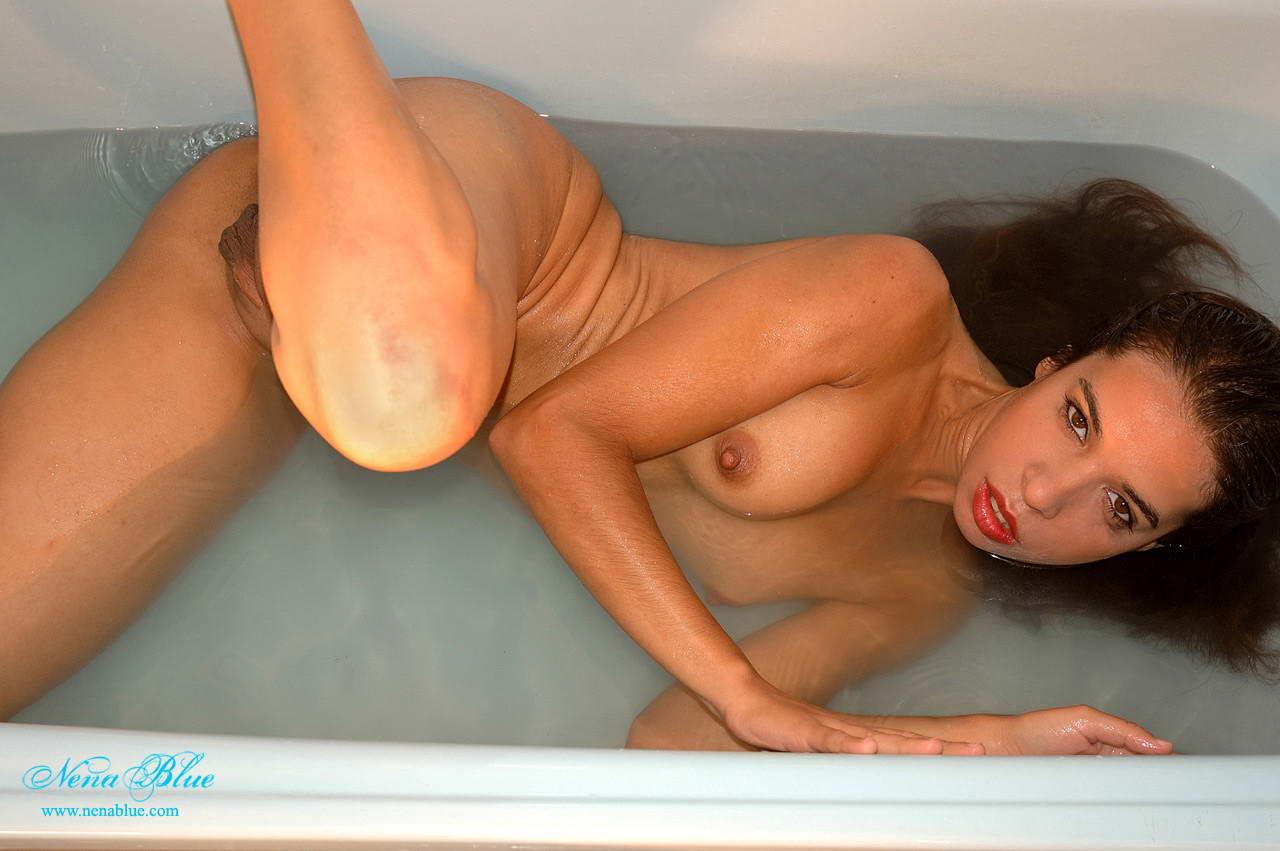 nude Nena blue