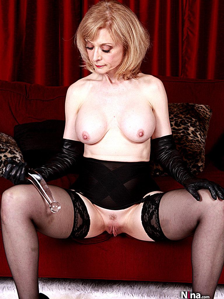 Mature stocking diva - 3 5