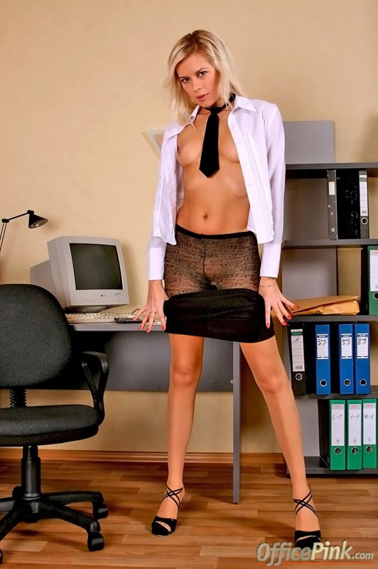 office-pink-nude-naked-bitches-smoking-crack-videos