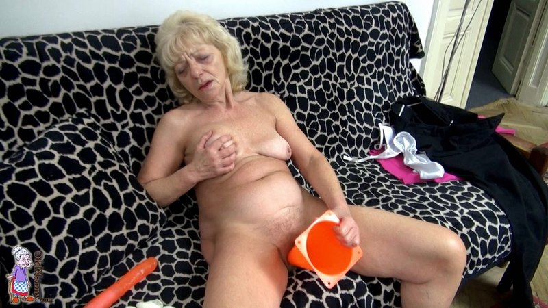 Very hot housewife aunt having sex with x bf loud moans - 1 8