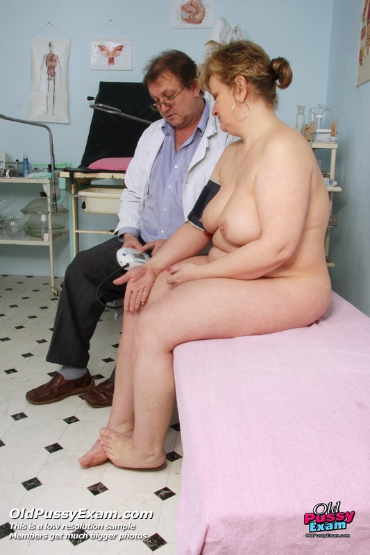image Andrea visiting her gyno doctor for real pussy