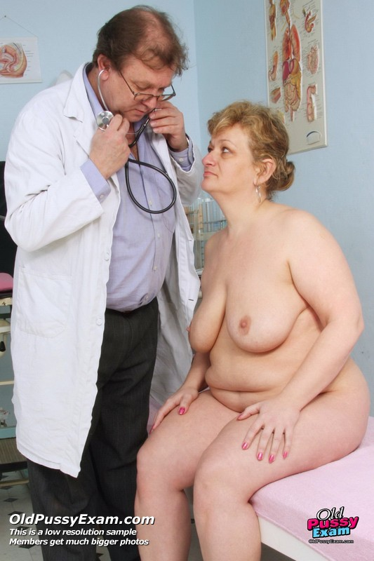 Older bbw lady en her black lover - 3 8