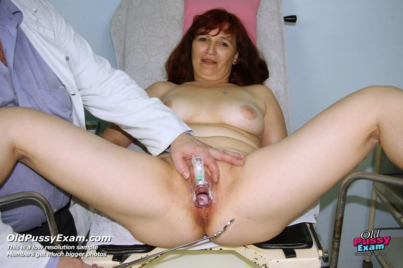 Venuse in brunete mature bitch receives a dildo therapy, hd