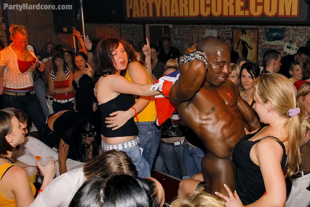 2003 interracial orgy party - 1 6