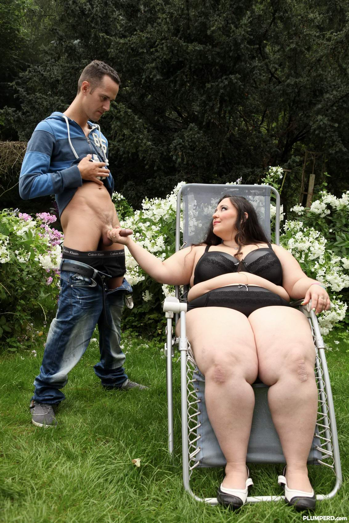 femdom facesitting in the outdoors with a huge ass bbw who loves