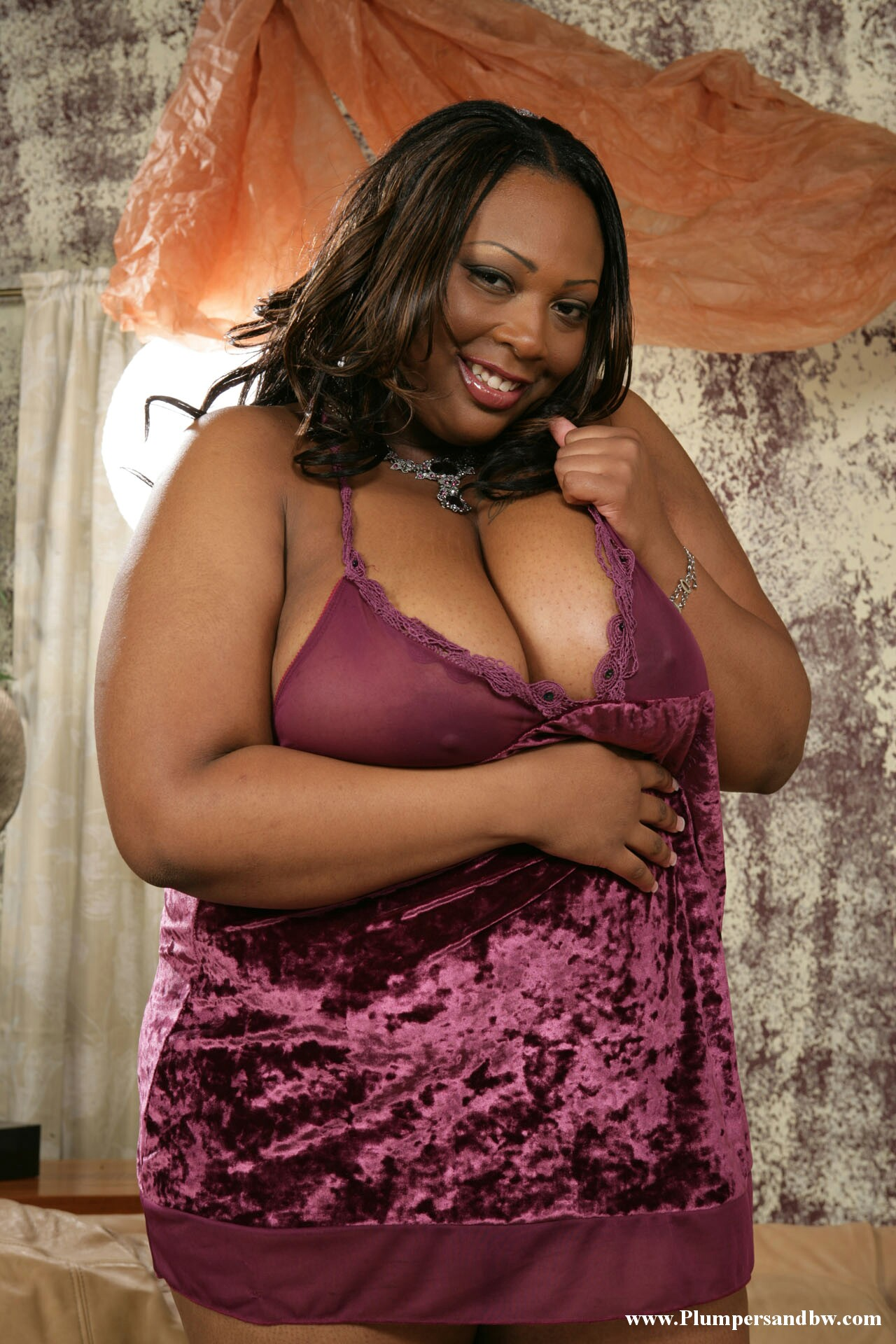 Fat black honey Essence plays with her big tits while ...