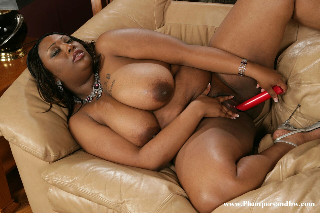 Big Booty Black Mom Naked