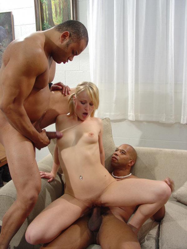 порно двое парней блондинку