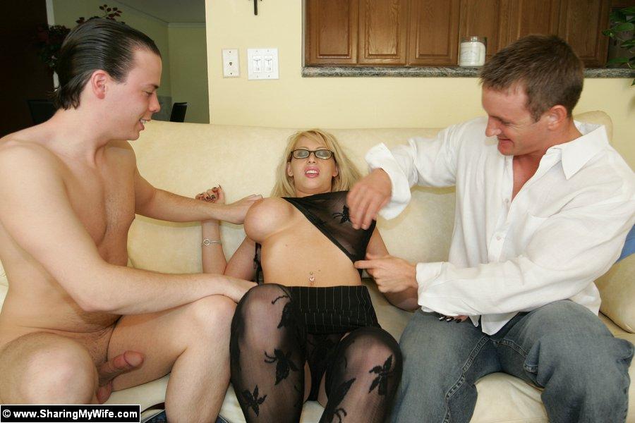 Муж привел друга а он уговорил их на секс
