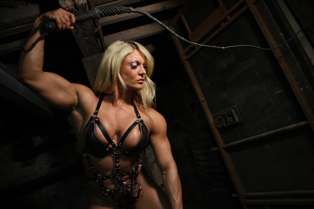 She Muscle Gym / Lisa Cross