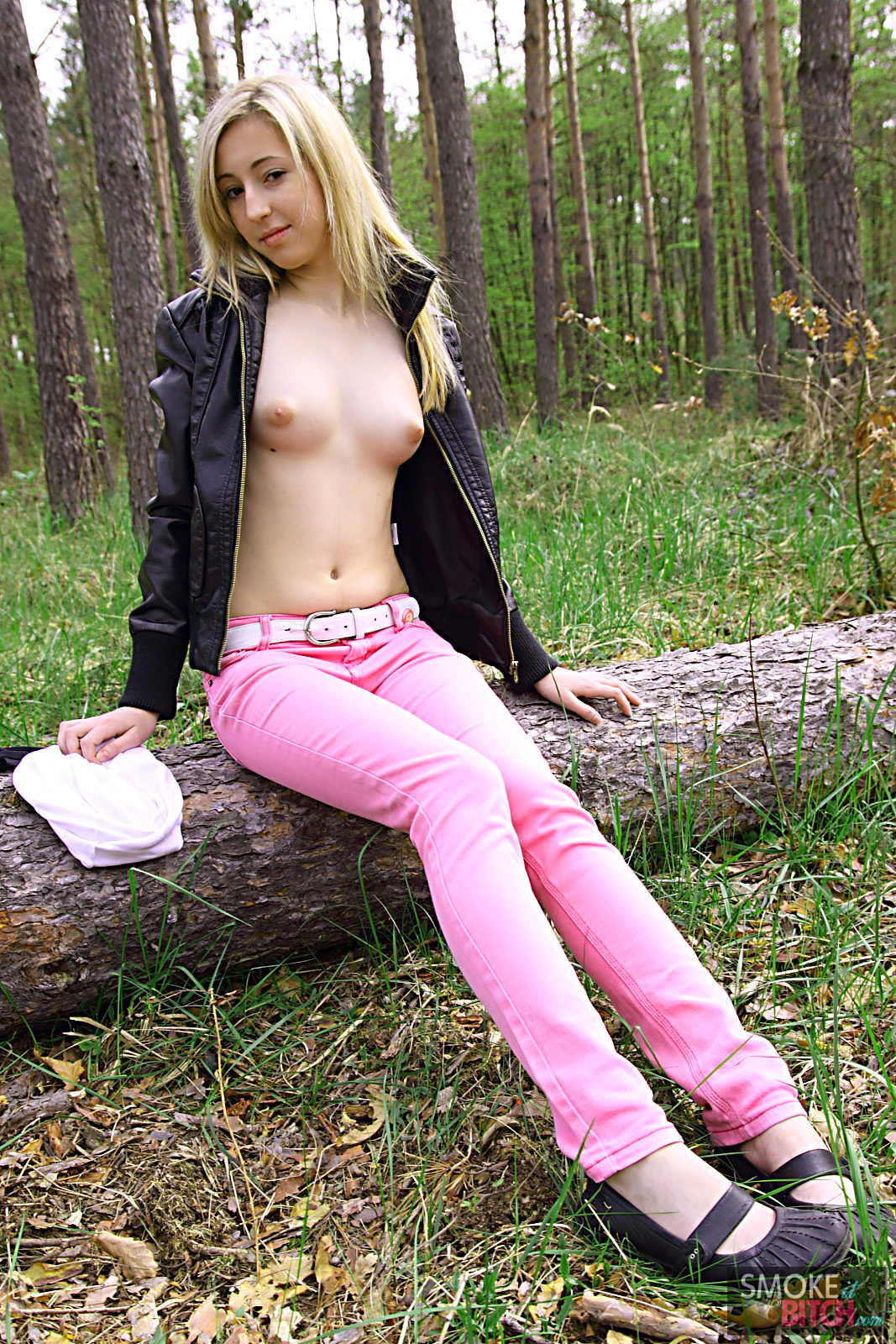 topless-women-smoking-picture-forums-all-naked-girls-with-vagina