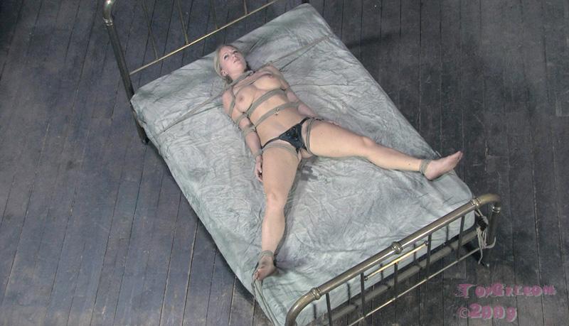 60. Эротика фото со связанными отборное связанные руки и ноги девушки. . С