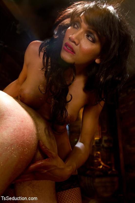 Shemale und Fick und Mund und Galerien und Herrin sexy Porno Porno