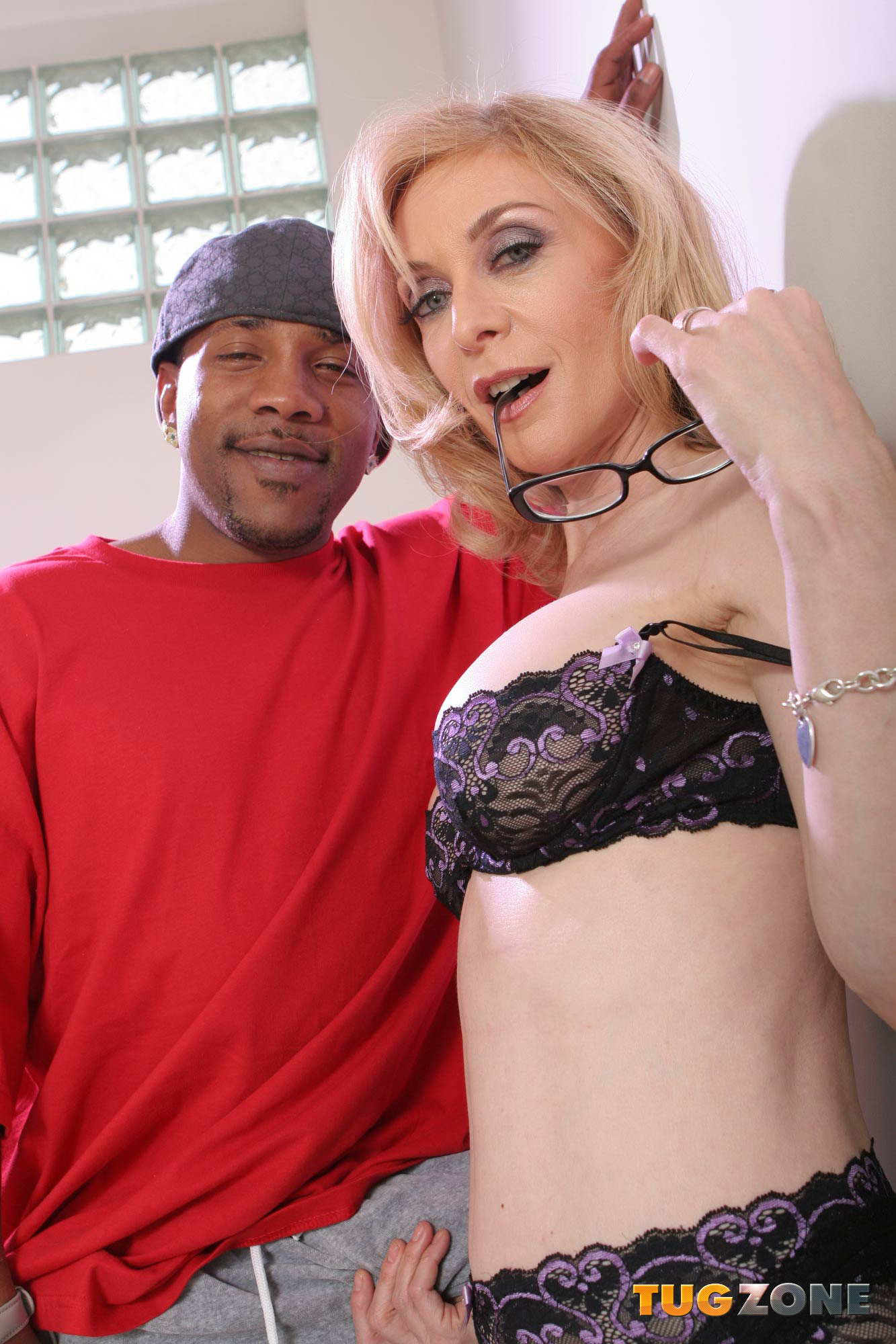Tug Zone / Nina Hartley